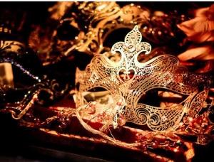 delicate-filigree-gold-jorika-lacy-Favim.com-134193